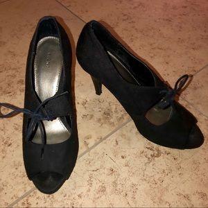 Fioni Lace Up Peep Toe Black Heel SZ 7.5 US